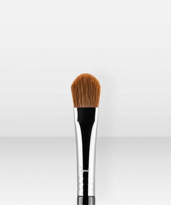 Sigma Beauty E60  Large Shader Brush luomivärisivellin