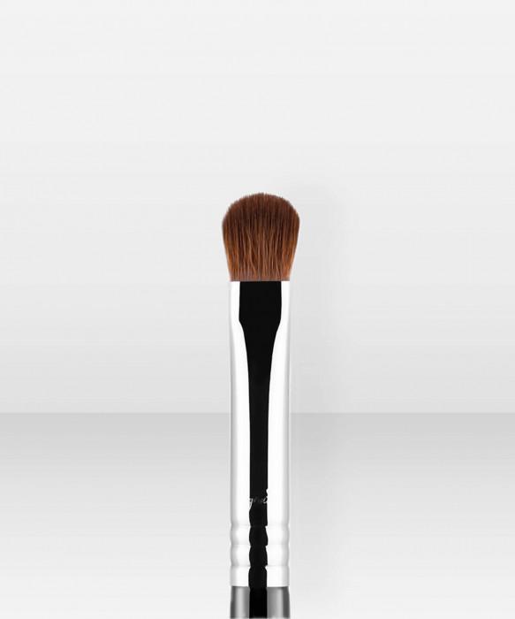 Sigma Beauty E54  Medium Sweeper™ Brush luomivärisivellin